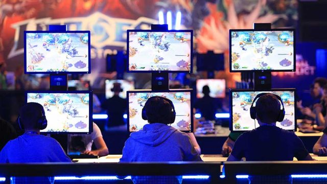 """Gamers play Activision Blizzard's """"Heroes of the Storm"""" computer game at the Gamescom video game trade fair in Cologne, Germany, on Aug. 5, 2015. (Bloomberg)"""