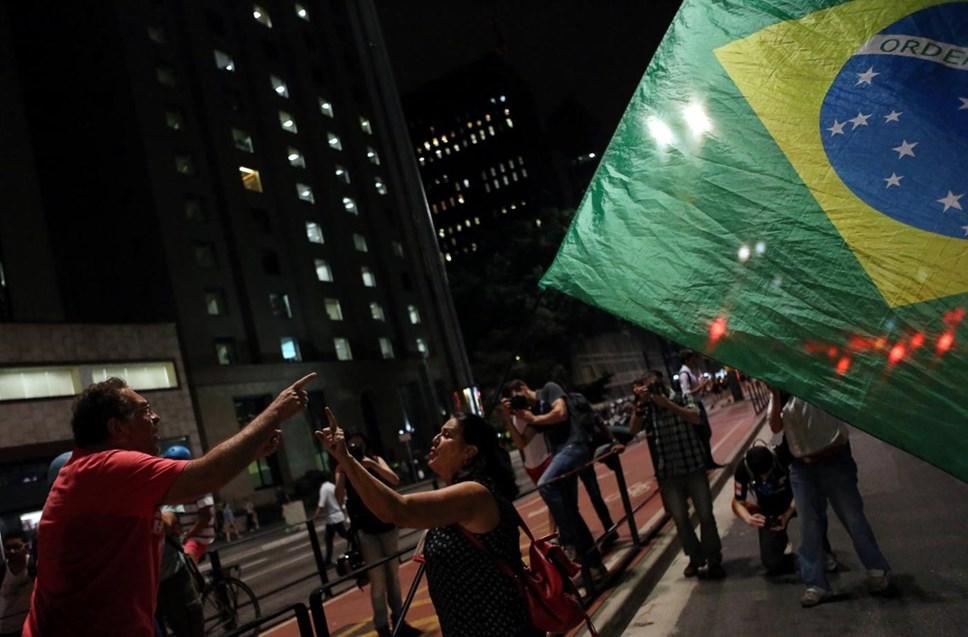 A favor e contra Dilma