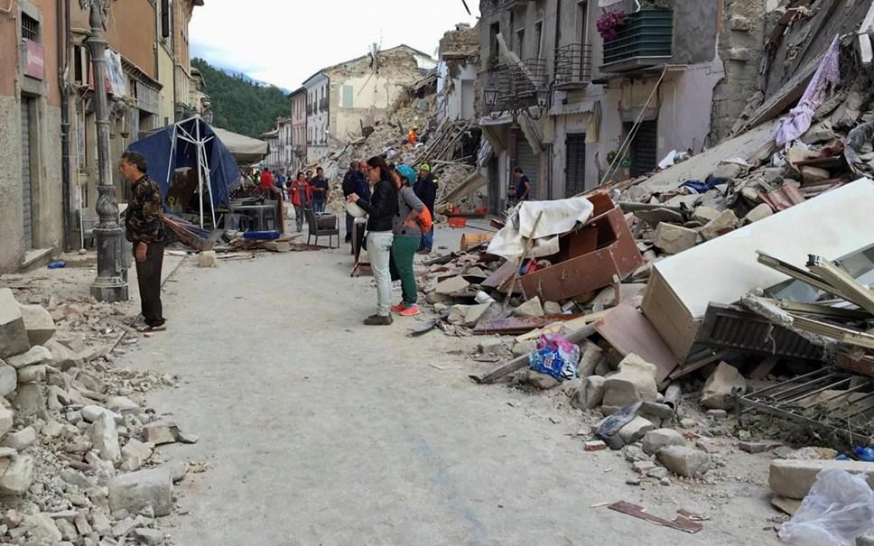 Sismo em Itália: as primeiras imagens da devastação